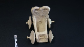 5 bin yıllık oyuncak araba bulundu