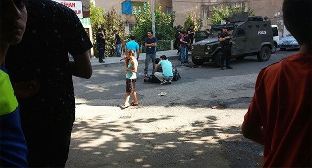 Diyarbakır'da Polise Silahlı Saldırı:1 Şehit 1 Yaralı