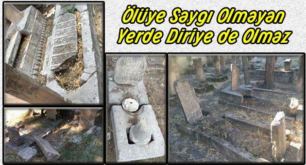 Ulu Cami Avlusundaki Mezarlığın İçler Acısı Hali