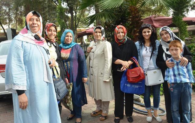 AK Kadınlar seçim gezilerini sürdürüyor