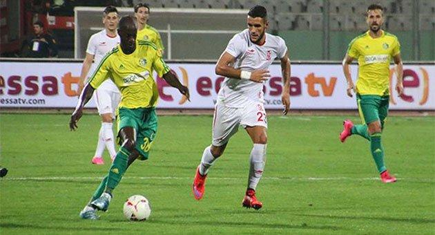 Gol yollarında Edinho tek başına
