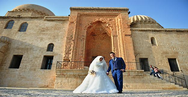 Mardin' Tarihi Mekanları Mutlu Anlara Tanıklık Ediyor