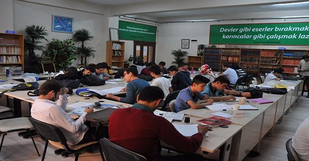 Öğrenciler Halk Kütüphanesini Sevdi