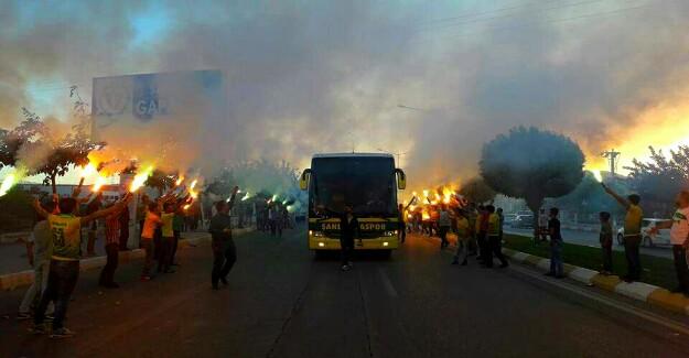 Taraftarlardan Urfaspor'a Yakışan Karşılama