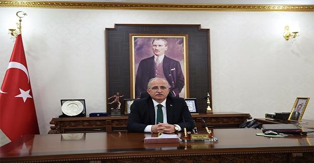 Vali Tuna 29 Ekim'i Kutladı