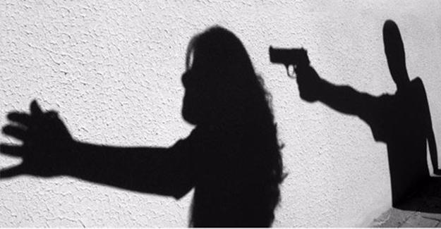 Ablasını Silahla Başından Vurdu