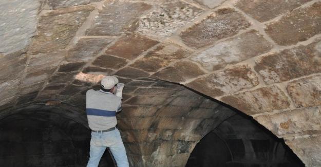 Ahırın altında 15 asırlık su sarnıcı bulundu
