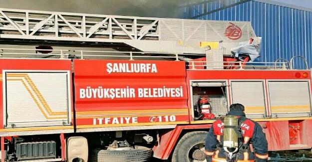 Akçakale'de Yağ Fabrikasında Yangın Çıktı