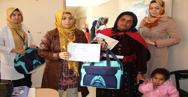 Annelerden Eyyübiye'ye Çanta Teşekkürü