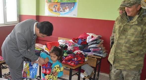 Baykan'da öğrencilere giysi ve kırtasiye yardımı yapıldı