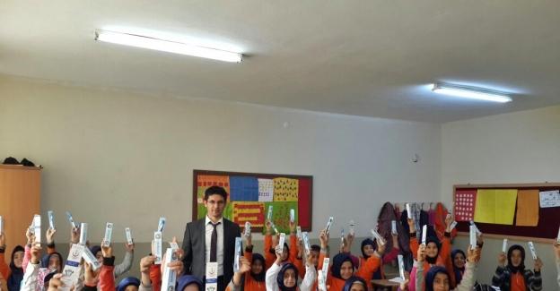 Gölbaşı'nda öğrencilere diş fırçası ve macunu dağıtıldı