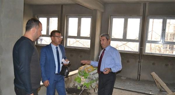 Mardin Milli Eğitim Müdürü Sarı, okul inşaatlarını denetledi