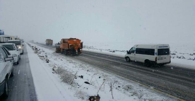 Urfa-Diyarbakır Karayolunu Kar Kapladı