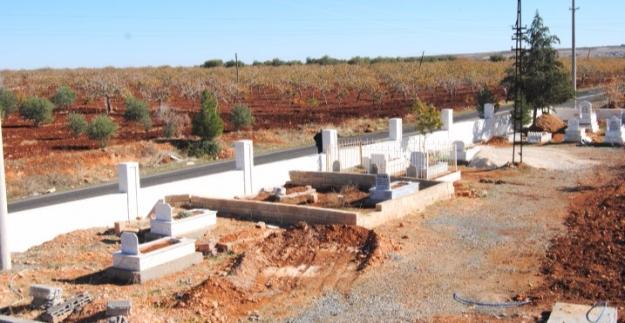 Şanlıurfa'da Mezarlıklar Bakıma Alındı