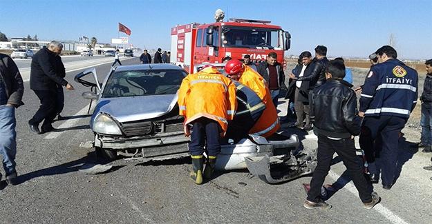 Akçakale'de Trafik Kazası: 3 Yaralı