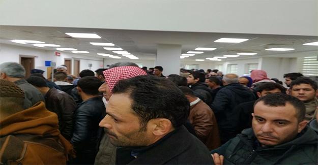 Eyyübiye Nüfus Müdürlüğünde Suriyeli Kuyruğu