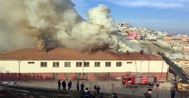 Eyyübiye Ortaokulunda Yangın Çıktı