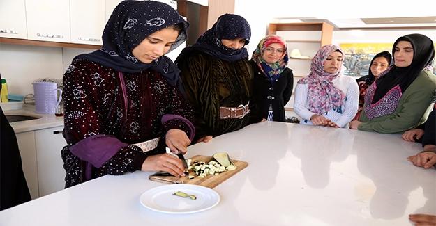 İki Ülkenin Yemekleri Harran'ın Ziyaretçileri İçin Pişecek
