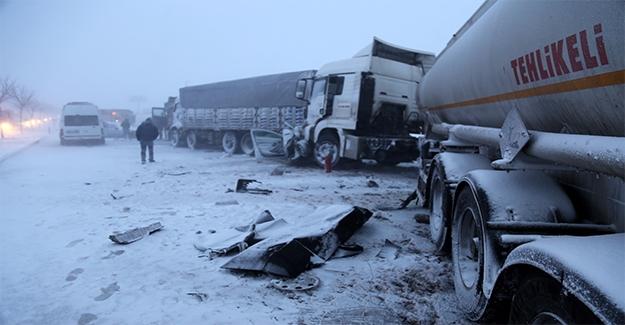 Şanlıurfa'da 10 Araç Birbirine Girdi: 8 Yaralı 2 Ölü