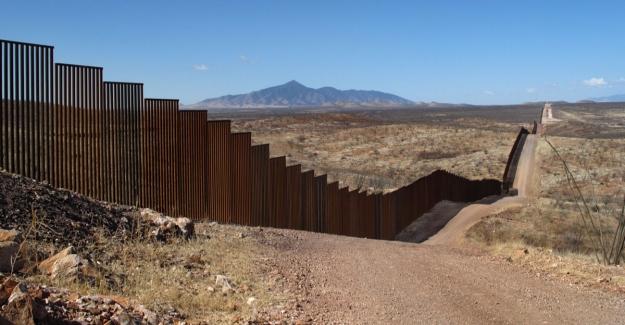 ABD Başkanı Trump'ı Eleştiren Avrupa'da 12 Dikenli Tel Duvar Bulunuyor.