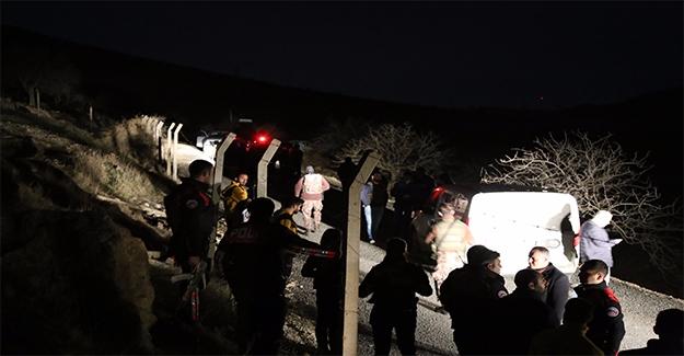 İki Çocuğunu ve Eşini Otomobilde Rehin Tutmayı Sürdürüyor