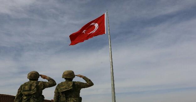 Akçakale'de Suriye Sınırına İkinci Dev Türk Bayrağı