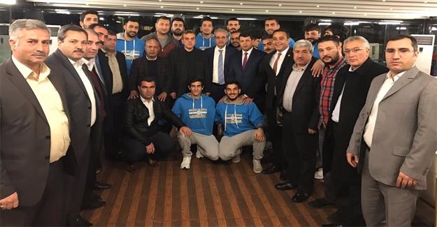 Beyazgül ve Demirkol'dan Haliliye Belediyespor'a Moral Ziyareti