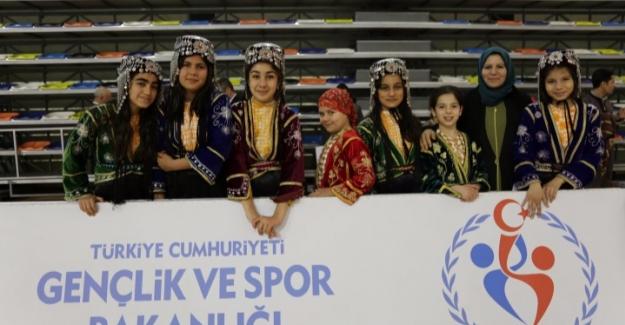 Halk Oyunları Yarışması Renkli Görüntülere Sahne Oldu