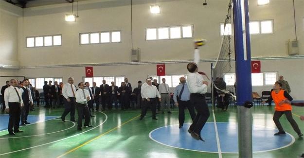 Şanlıurfa'da Hükümlü Çocuklar ile Protokol Üyeleri Maç Yaptı