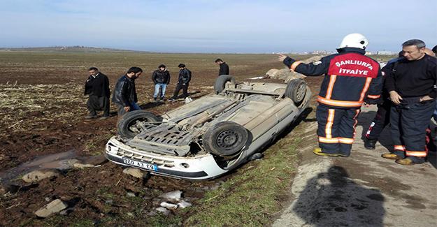 Siverek'te Otomobili Şarampole Devrildi: 3 Yaralı