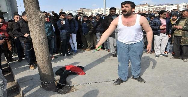 Urfa'da Eylem Yapan Seyyar Satıcıyı Müzakereci Polis İkna Etti