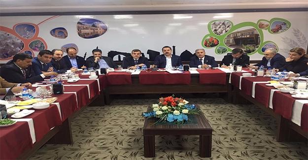 Bakan Çelik Belediye Başkanları ve Milletvekilleriyle Referandumu Konuştu