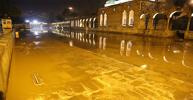 Şanlıurfa'daki Sağanak Yağış Balıklıgöl'ü Taşırdı