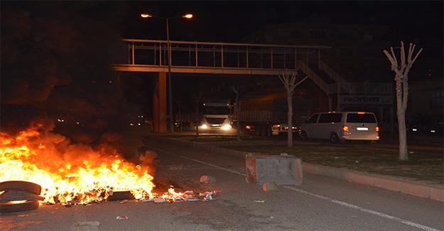 Siverek'te Yol Kapatan Grubu Polis İkna Etti