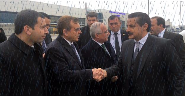 Tarım Bakanı Urfa'ya Yağmurla Geldi