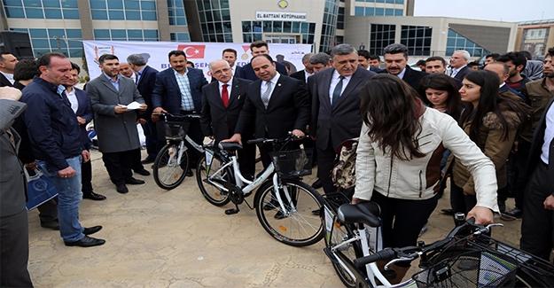Üniversite Öğrencilerine Bisiklet Hediye Edildi