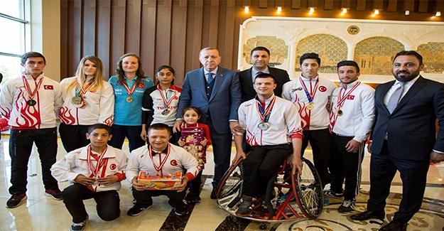 Erdoğan Haliliyeli Sporcuları Tebrik Etti