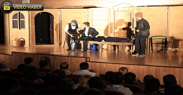 Haliliye Tiyatro Grubunun ''Duvarların Ötesi Gösterisi'' Beğeni Topladı