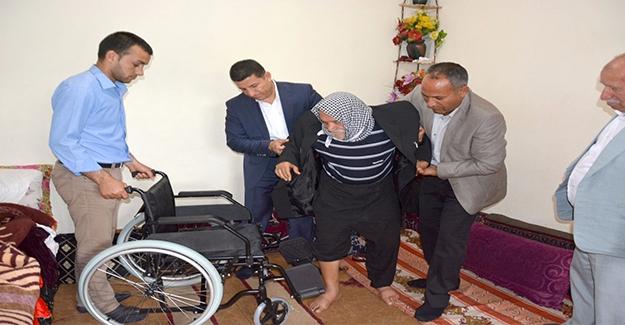 Ceylanpınar'da 6 Yıldır Yatalak Olan Hastaya Tekerlekli Sandalye