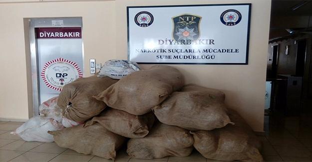 Diyarbakır'da Yüzlerce Kilo Esrar Yakalandı