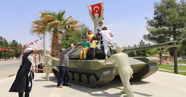 Harran'da 15 Temmuz Anıtına Ziyaretçi Akını