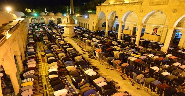 Peygamberler Şehrinde Berat Gecesi Coşkusu