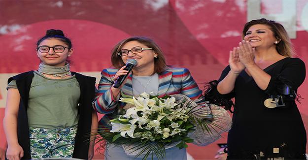 Sibel Can Şarkılarını Anneler İçin Seslendirdi