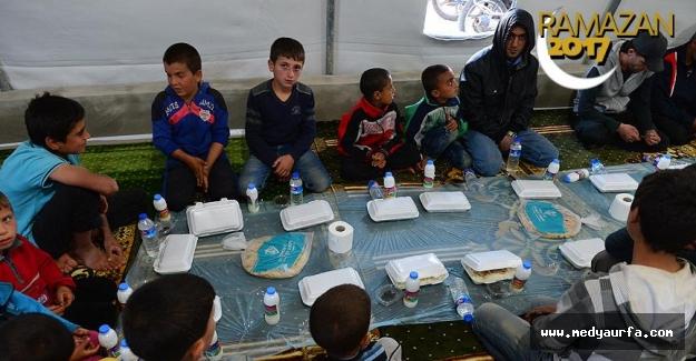 Suriye'de İlk İftar Yapıldı
