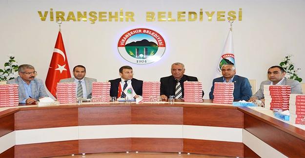 Viranşehir'de ''Darbenin Kayıp Saatleri'' Kitabı Dağıtıldı