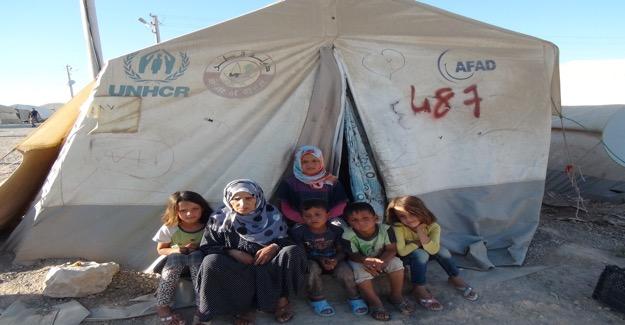 Çadırkent'te Kalan Suriyeli Kadın İlerleyen Yaşına Rağmen Torunlarına Bakıyor