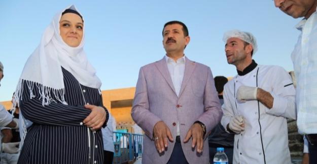 Eyyübiye Belediyesi Yetimleri Ağırladı