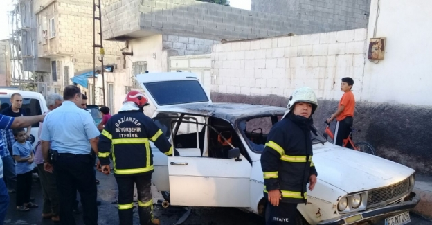 Gaziantep'de alev alan otomobildeki çocuk öldü