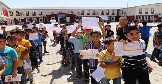 Şanlıurfa'da Başarılı Öğrencilere Karne Hediye Edildi