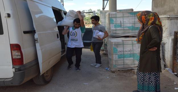 Siverek'te Dar Gelirli Vatandaşlara Gıda Yardımı